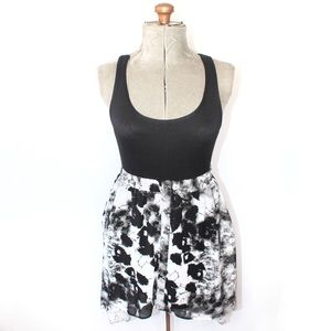 🎀 Forever 21 High Low Black White Abstract Skirt